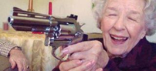 anziana-con-la-pistola-783983-768x351